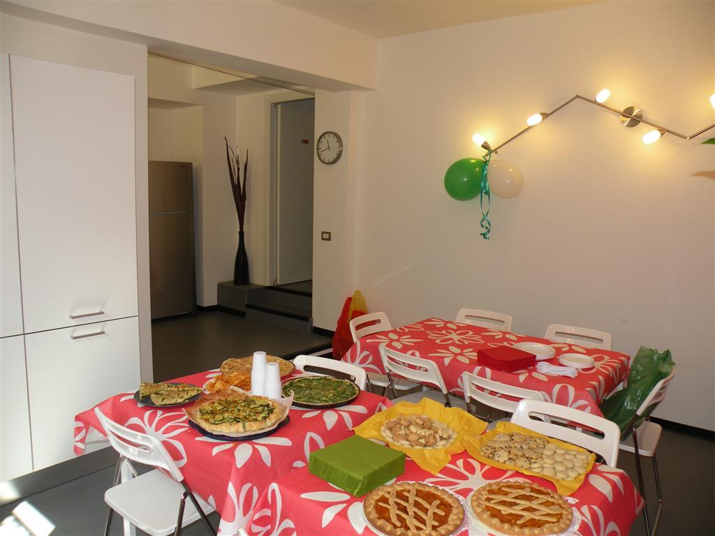 Locali comuni affittacamete in milano le tre torri for Sala pranzo mansarda
